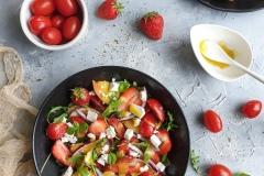 Świeża sałatka z truskawkami