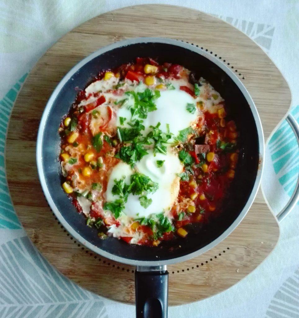 Szakszuka czyli doskonały sposób na pożywne i szybkie śniadanie