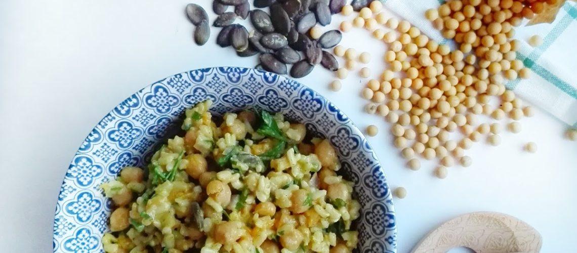Ekspresowy obiad - ciecierzyca z ryżem i suszonymi morelami