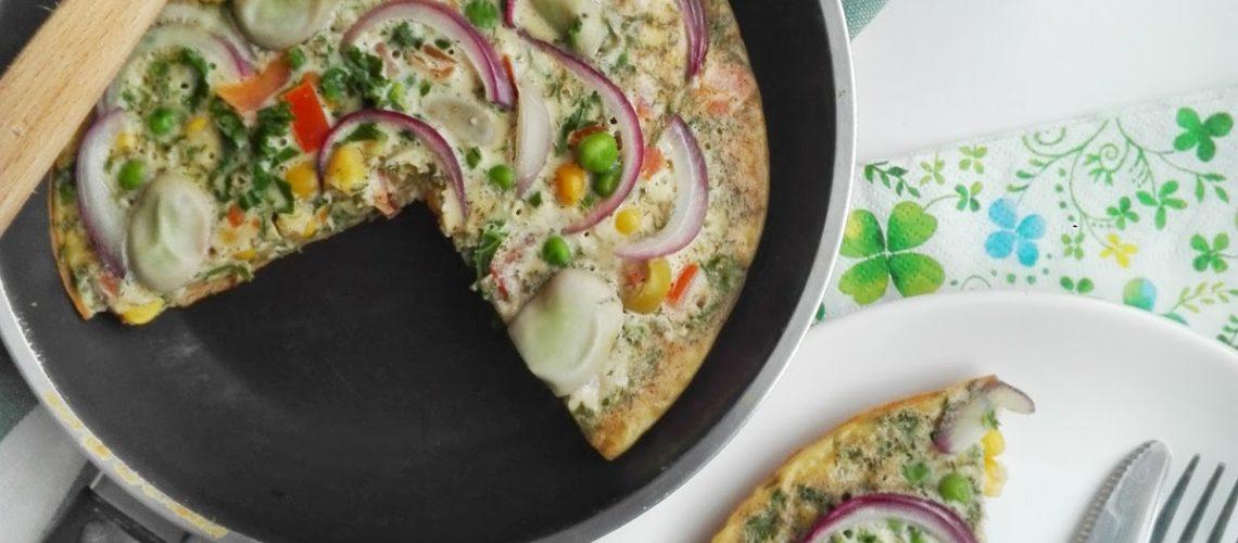 Śniadaniowy omlet z warzywami