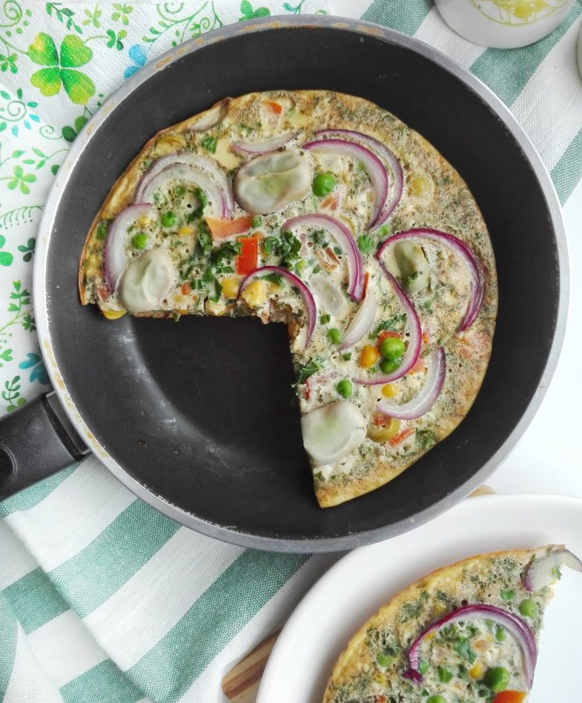 Zdrowy omlet z warzywami, propozycja na pożywne śniadanie