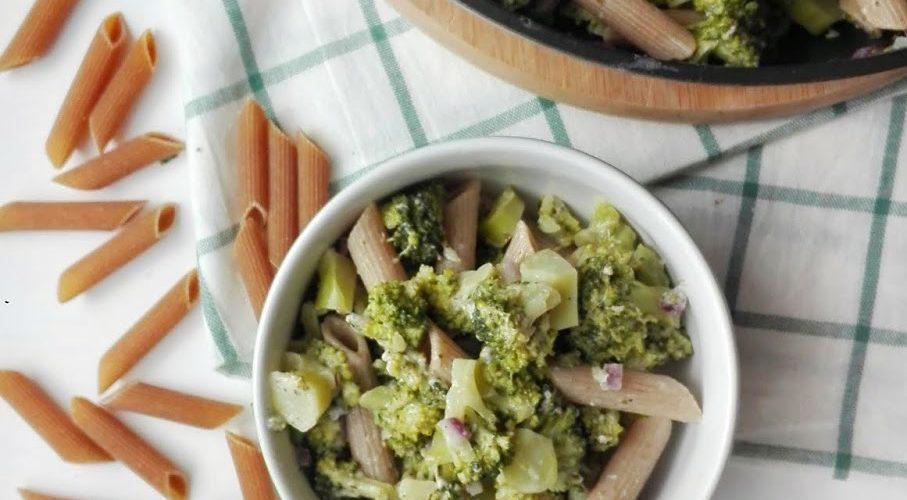 Makaron z brokułem i serem pleśniowym