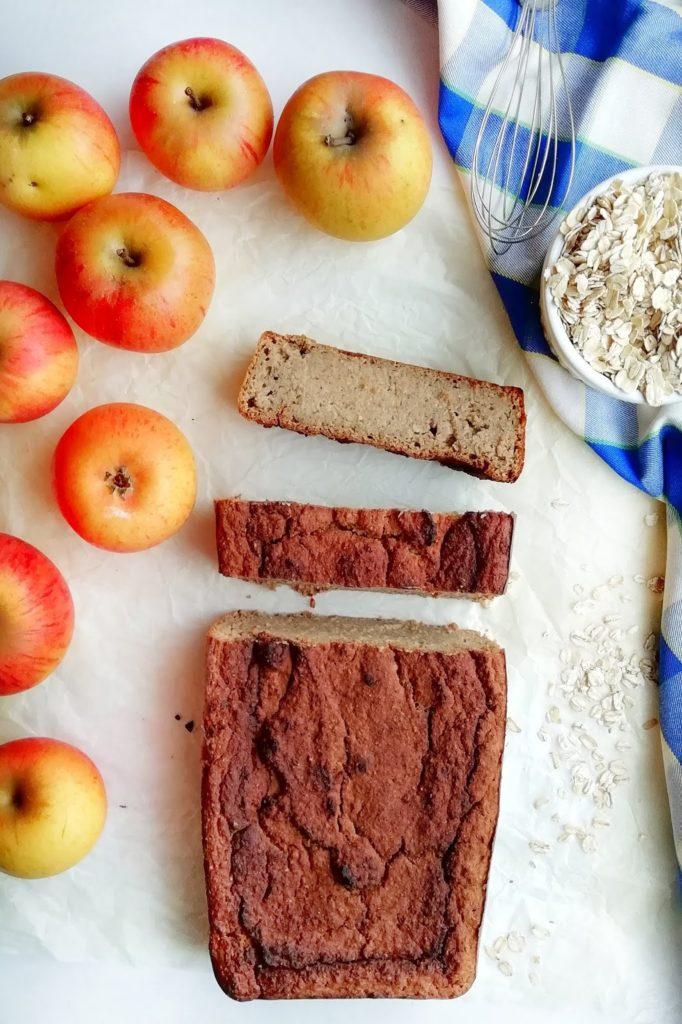 Chlebek jabłkowy bez cukru i białej mąki.
