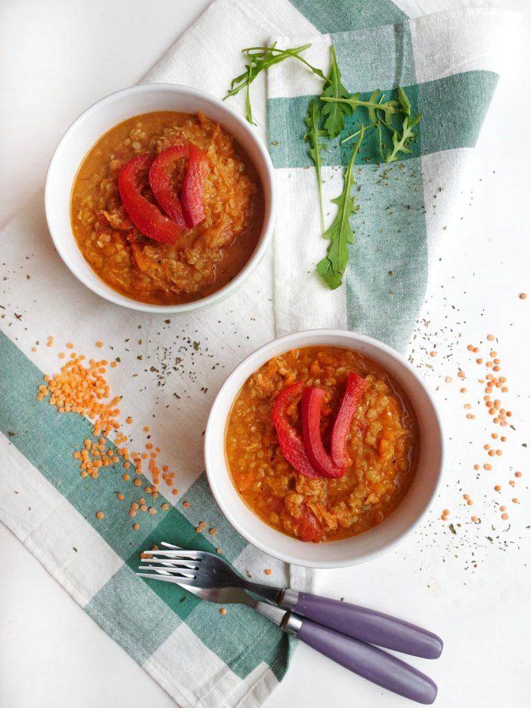 Kokosowe curry z czerwonej soczewicy