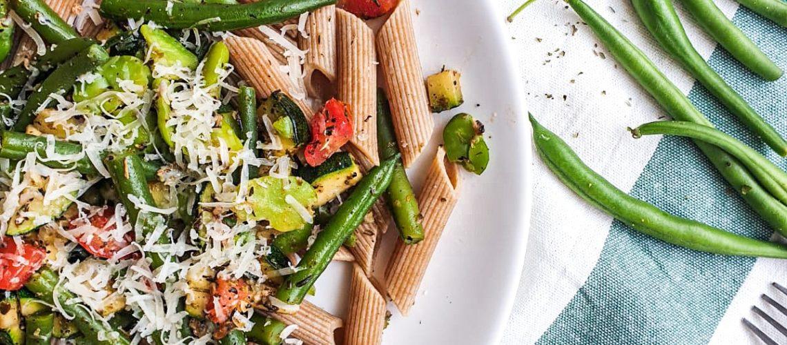 Makaron z cukinią i fasolką szparagową