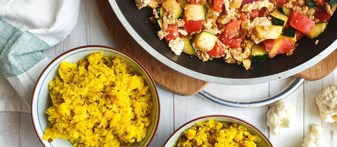 Kalafiorowy ryż z warzywami i tofu
