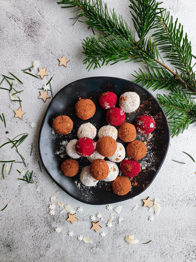 Morelowe kulki, słodki deser bez białego cukru