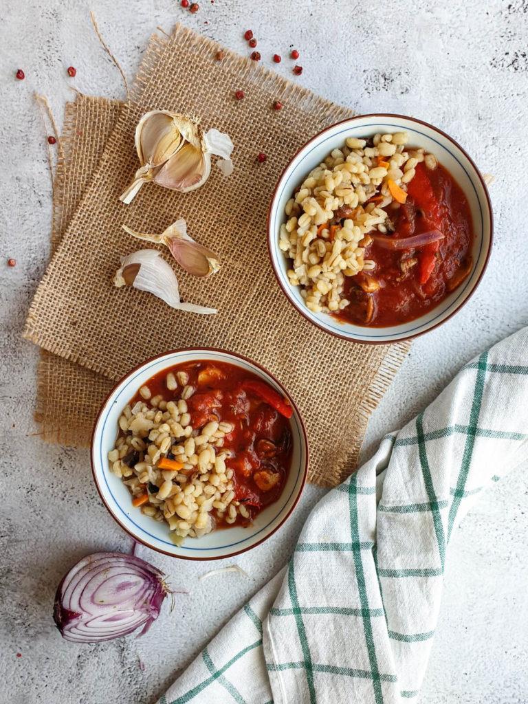Pomidorowa potrawka z pieczarkami