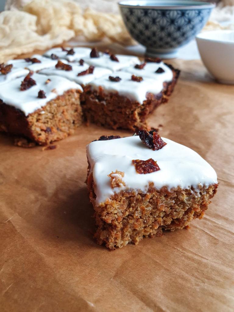 Zdrowe ciasto marchewkowe bez białego cukru i mąki