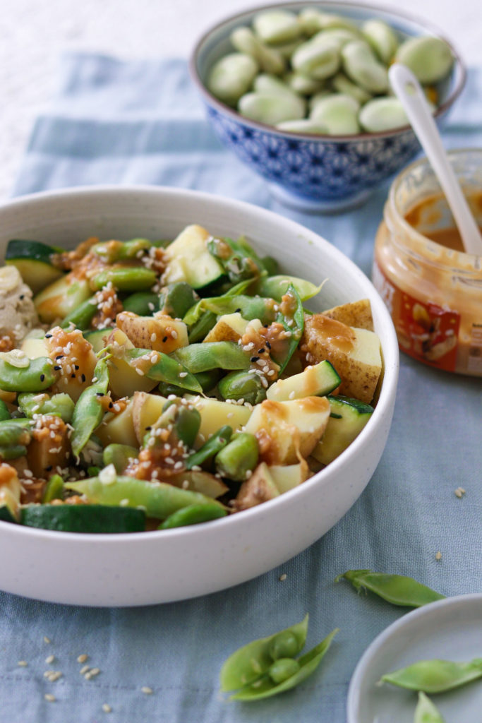 Warzywa z sosem orzechowym